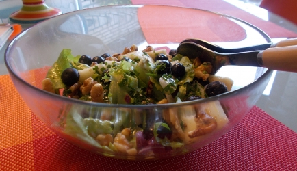 Salade met peer blauwe bessen en en walnoten-honing-dressing ...