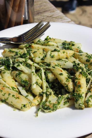 Recept 'gegrilde asperges met peterseliepesto'