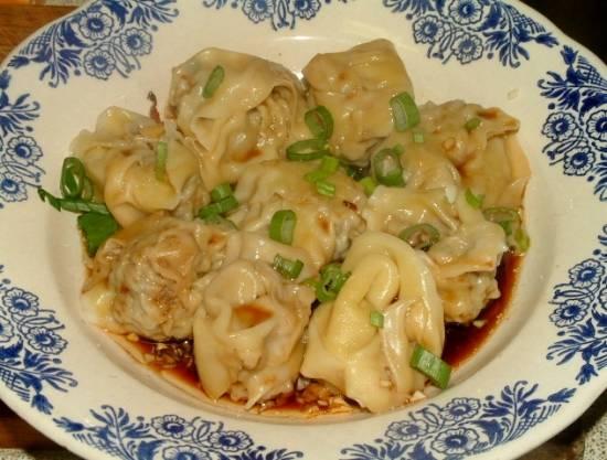 Sichuanese wontons in chilioliesaus recept
