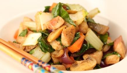 Japanse roerbakschotel met spek, paksoi, worte en ui recept ...