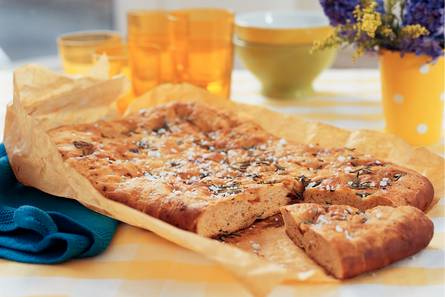 Tomaten-olijvenbrood met rozemarijn