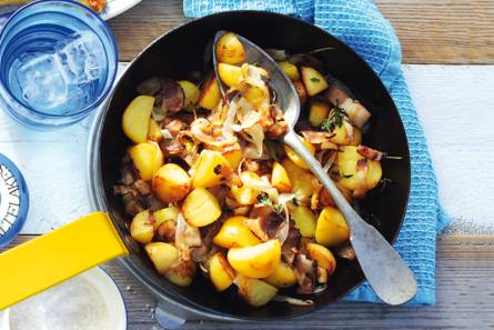 Gebakken aardappelen met spek en ui