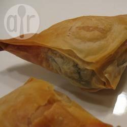 Feta en kruiden driehoekjes van filodeeg recept