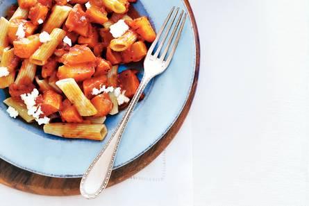 Tomatenpasta met zoete pompoen