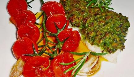 Vis in kruidenkorst met mediterrane tomaten recept