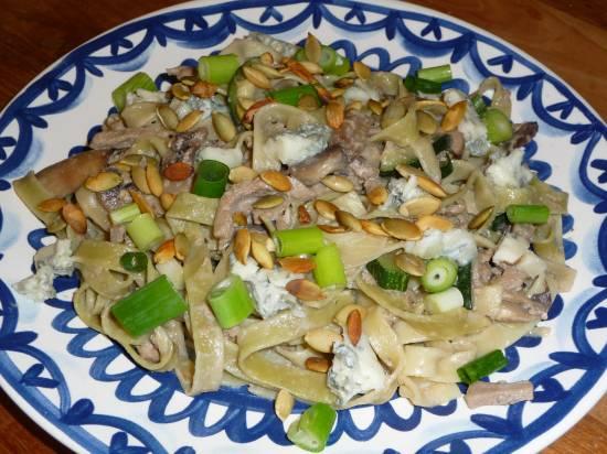 Pasta met paddenstoelen en courgette recept