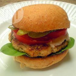 Pittige kipburgers met guacamole en salsa recept