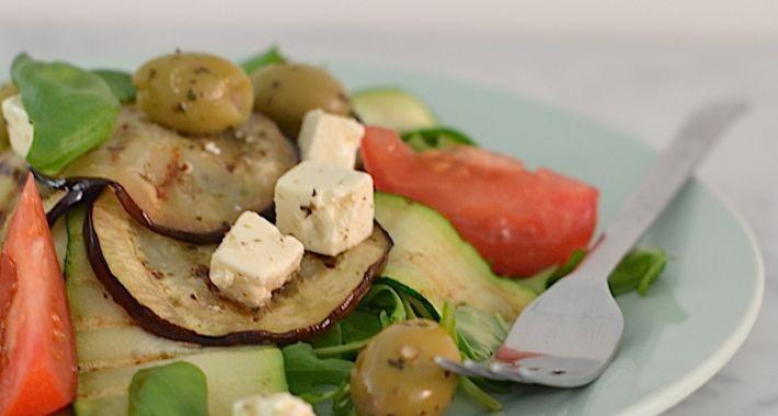 Griekse salade met gegrilde groente