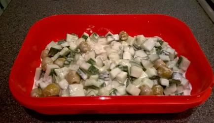 Komkommersalade met olijven recept
