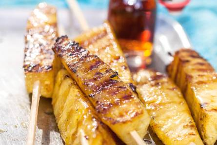 Geroosterde ananas met kaneelijs