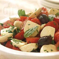 Insalata caprese met olijven recept