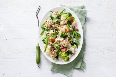 Frisse pastasalade met tonijndressing