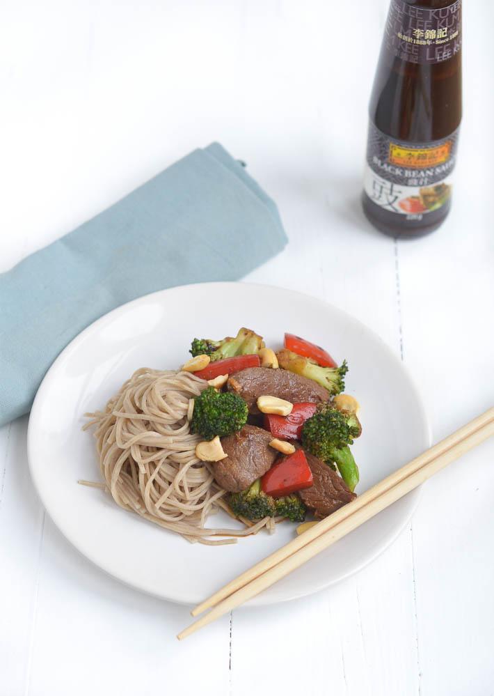 Fresh & easy: snelle wok met bief en zwarte bonensaus