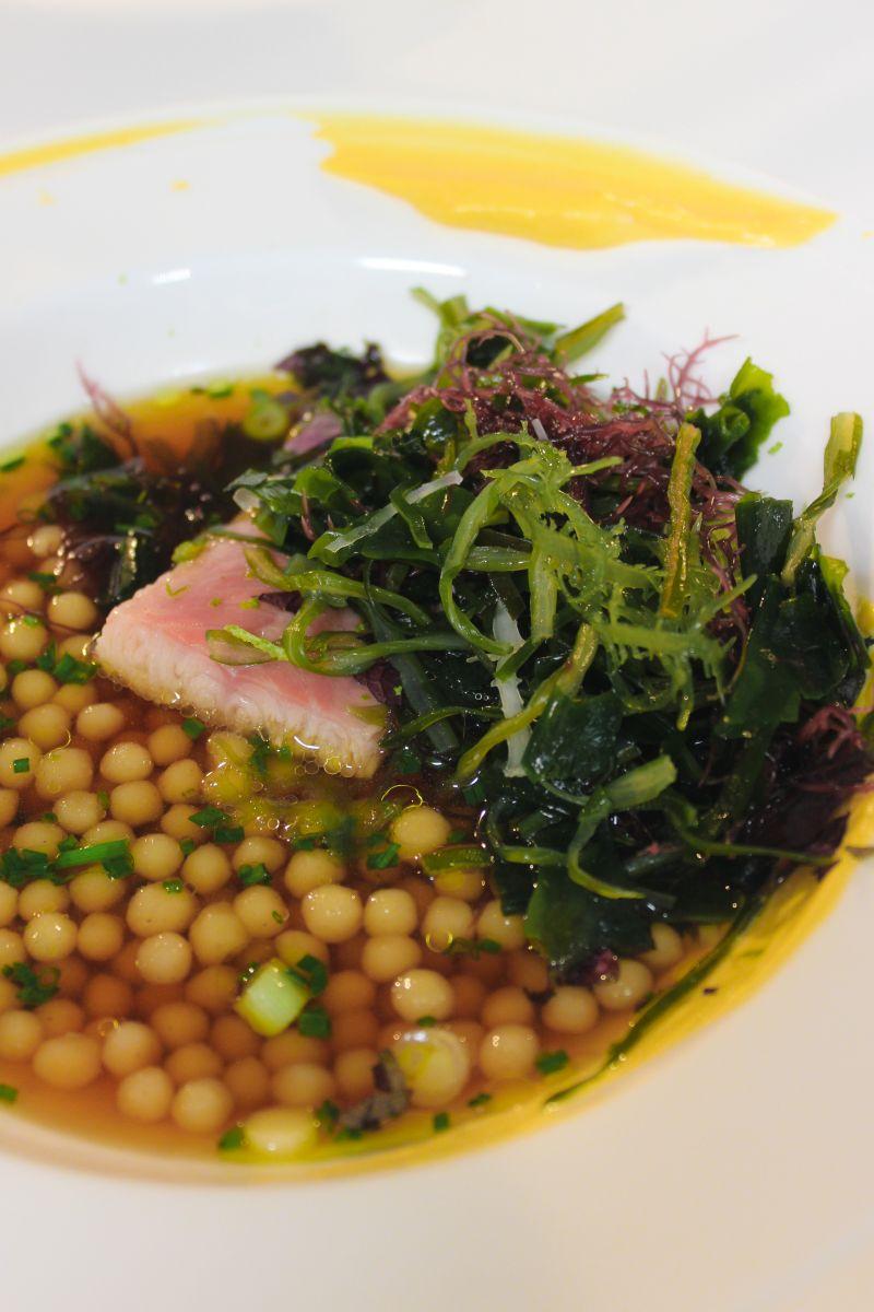 Recept 'sojabouillon met gerookte paling en parelcouscous'