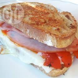 Panini met ham, gruyère en geroosterde rode paprika recept ...