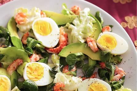 Salade met ei en rivierkreeftjes