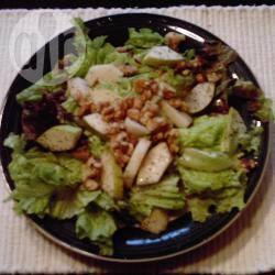 Salade met peer en geroosterde walnoten recept