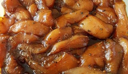 Gemarineerde kippenreepjes met uien recept