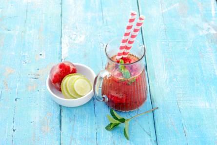 Watermeloen-frambozenlimonade