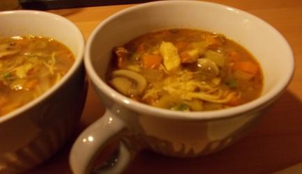 Pikante currysoep met kip en groenten slank recept