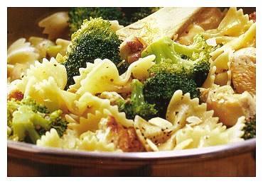Broccoli met pasta, kip, room en cashewnoten recept