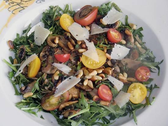 Herfstsalade: rucola, champignons, tomaat, parmezaan recept ...