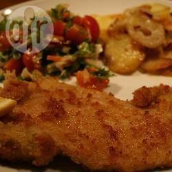 Schnitzel met gebakken aardappelen en salade recept