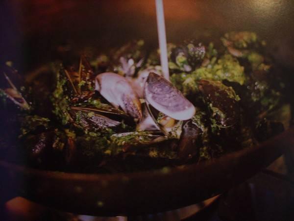 Geurige mosselen uit de wok van jamie oliver recept
