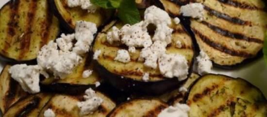 Gegrilde aubergines met geitenkaas en kruiden recept