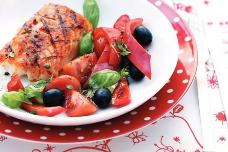 Lauwwarme tomatensalade met gegrilde kabeljauw