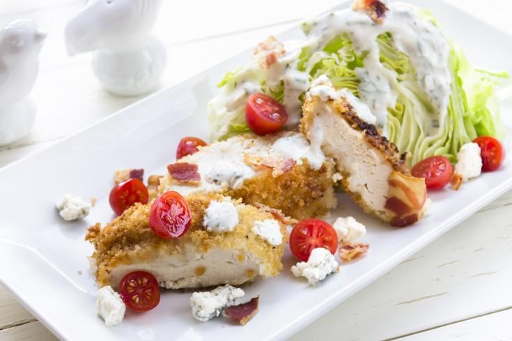 Blt salade met krokant gebakken kip