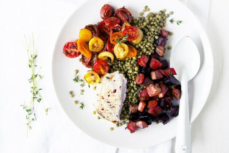 Linzensalade met geitenkaas, geroosterde bietjes en cherrytomaatjes