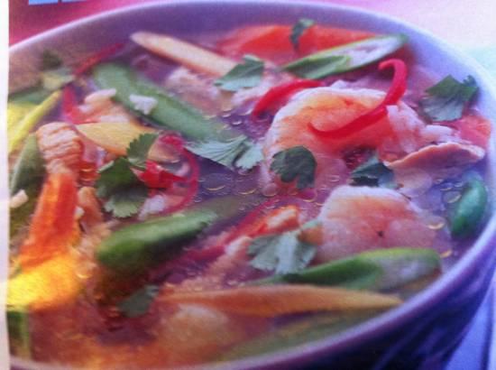Thaise kippensoep met garnalen recept