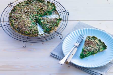 Glutenvrije taart met spinazie, zaden en avocado