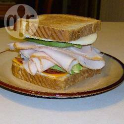 Sandwich met kalkoen, bacon en avocado recept