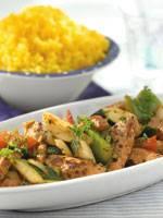 Gyros met knapperige groenten en gele rijst recept