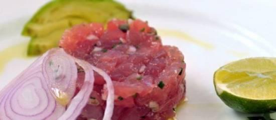 Rauwe tonijn tartaar met gepocheerd ei recept