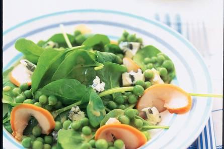 Salade met gerookte kip en doperwtjes