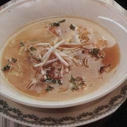 Slanke oosterse kippensoep uit de wok recept