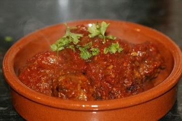 Albóndigas (gehaktballetjes met pittige tomatensaus) recept ...