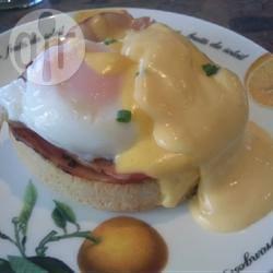 Eggs benedict (gepocheerd ei met hollandaise saus) recept ...