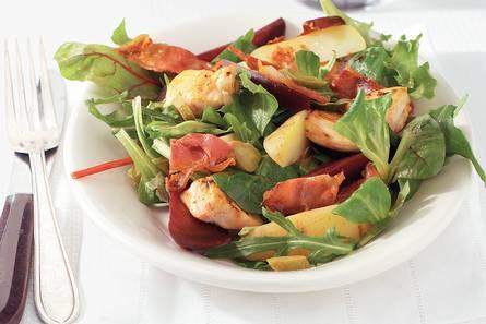 Aardappelsalade met bieten en kip