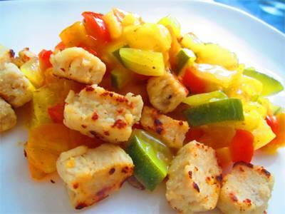 Zacht zoetzuur van groenten en ananas met gebakken quorn ...