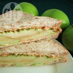 Appel-pindakaas sandwich recept