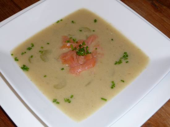Romige bloemkool/broccolisoep met zalmreepjes recept