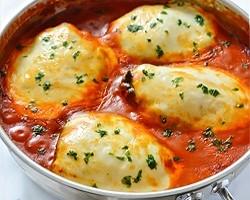 Kipfilet met spinazie en mozzarella in tomatensaus recept ...
