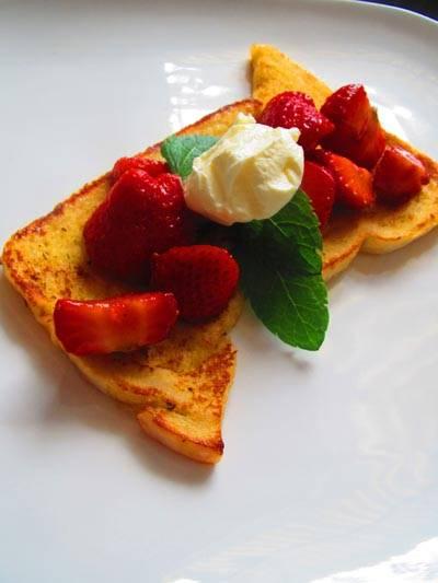 Wentelteefjes van brioche met aardbeien recept