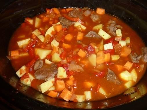 Pikante goulashsoep maaltijdsoep ook voor de slowcooker recept ...