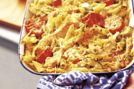 Pastaschotel met zalm en tomaat