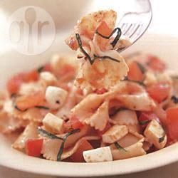 Farfalle met mozzarella en verse tomaten recept